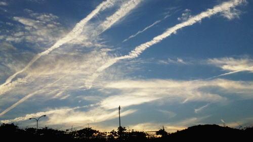 23 飛行機雲.jpg